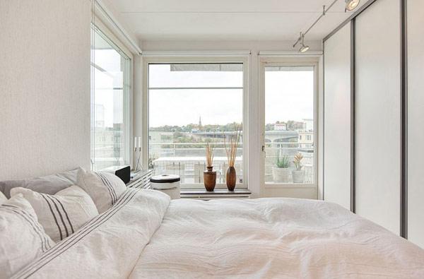 schönes modernes dach apartment schlafzimmer weiß bettdecken
