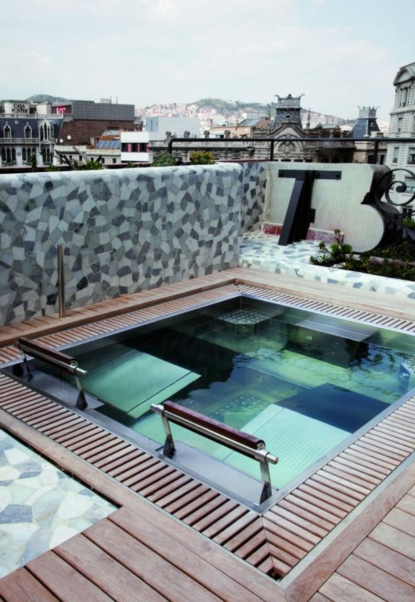 Schickes zentrales Hotel Design barcelona wasser holz bodenbelag