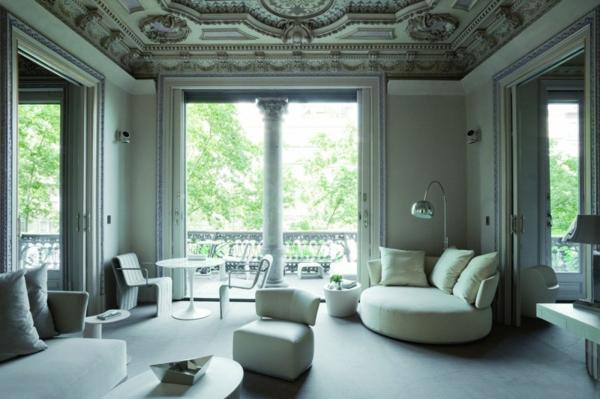 Schickes zentrales Hotel Design barcelona wohnzimmer sofas couch tisch