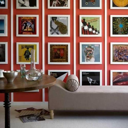 wand dekoration mit bildern sofa extravagant orange farbe holz tisch