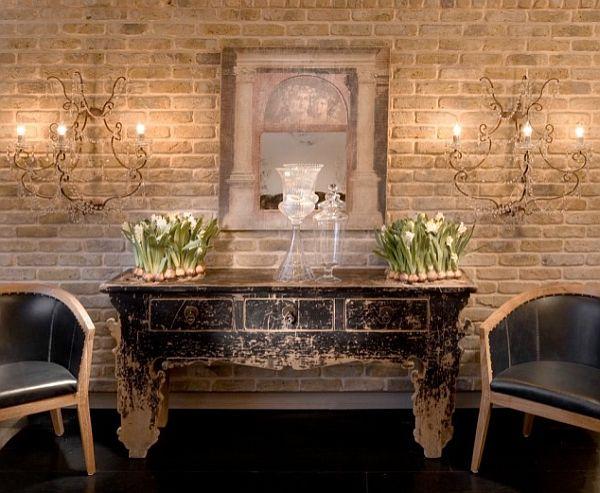 wandgestaltung mit ziegeln kommode vintage holz wandlampen - Wandgestaltung Wohnzimmer Holz