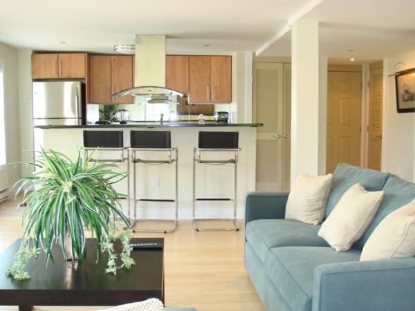wohnliche k che aus holz einrichten schickes wohnerlebnis. Black Bedroom Furniture Sets. Home Design Ideas