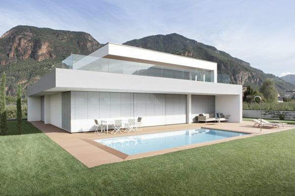 zwei getrennte apartments in einem nachhaltigen gebäude minimalistisch