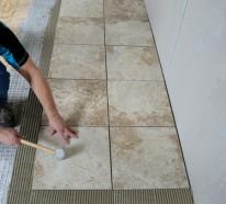 Kombination von Bodenfliesen und Hartholz als Bodenbelag – nahtloser Übergang zwischen den Räumen