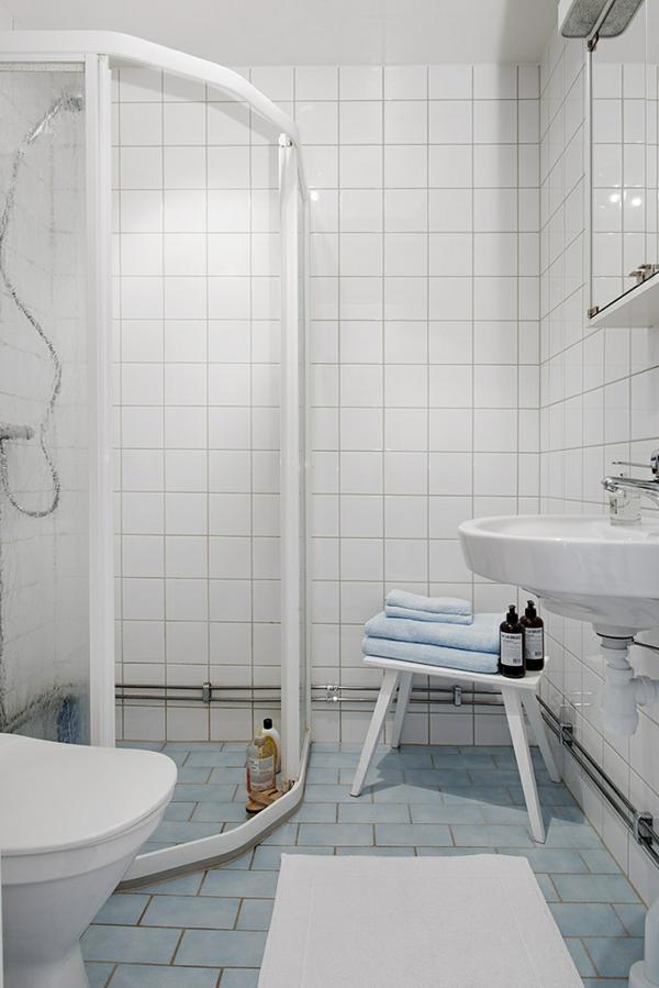 Charmante Einzimmerwohnung  badezimmer fliesen weiß