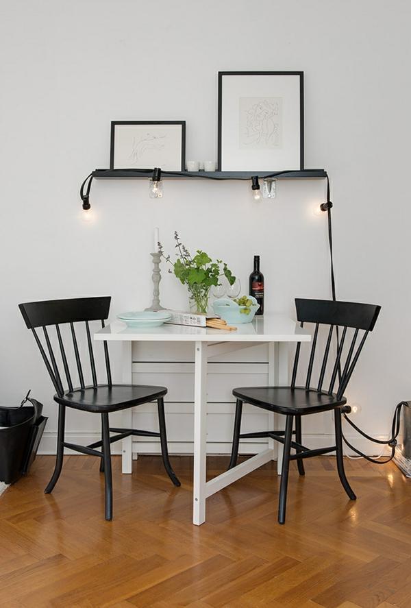 Charmante Einzimmerwohnung in Schweden kaffeetisch stühle