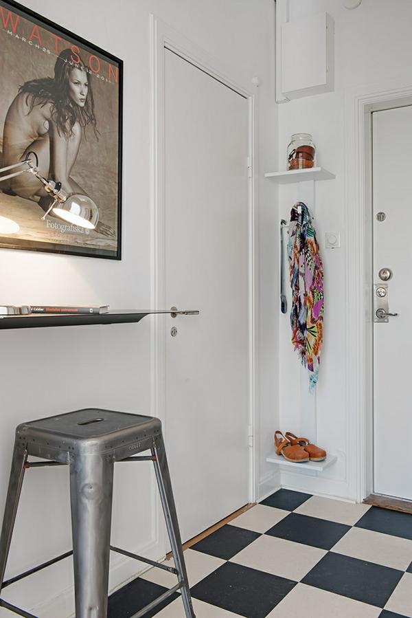 Charmante Einzimmerwohnung in Schweden schwarz weiß fliesen