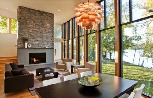 Das Wohnzimmer attraktiv einrichten kronleuchter wand einbaukamin