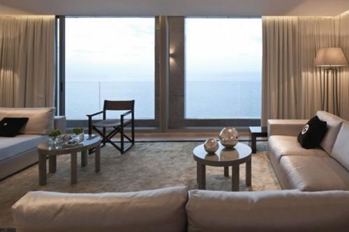 Das Wohnzimmer attraktiv einrichten sofa leder gardinen