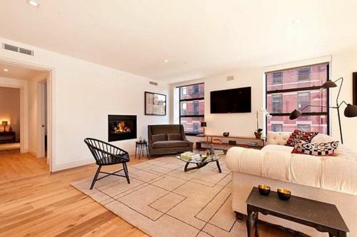 Das Wohnzimmer attraktiv einrichten teppich stuhl tisch