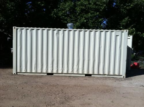 Gartenhaus im Hinterhof baum metall weiß aufteiler