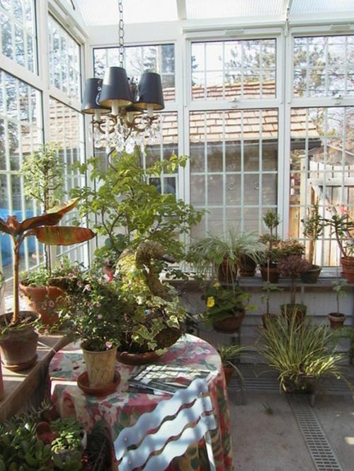 Gartenhaus im Hinterhof beleuchtung kronleuchter pflanzer
