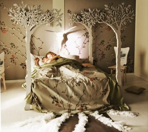 Himmelbetten aus Holz im Schlafzimmer baum bettwäsche