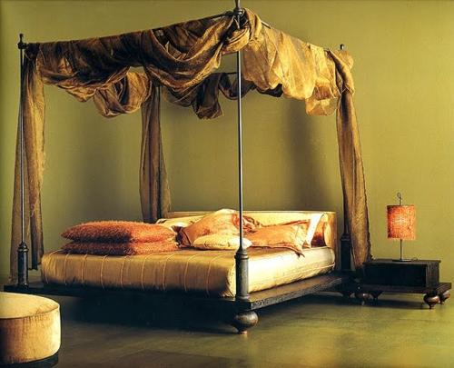 Himmelbetten aus Holz im Schlafzimmer extravagant gardinen