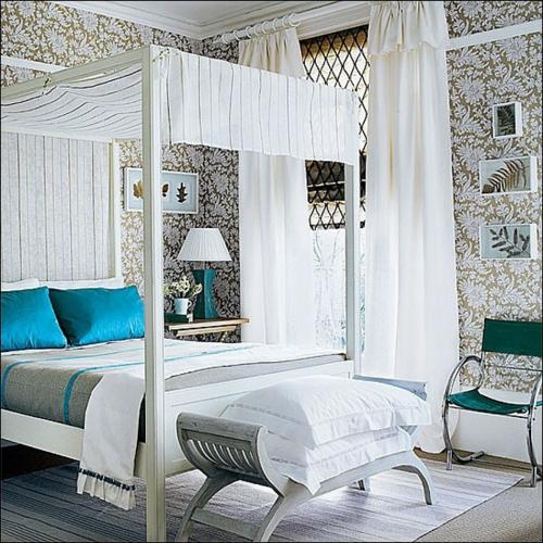 Himmelbetten aus Holz im Schlafzimmer massiv weiß lackiert decke