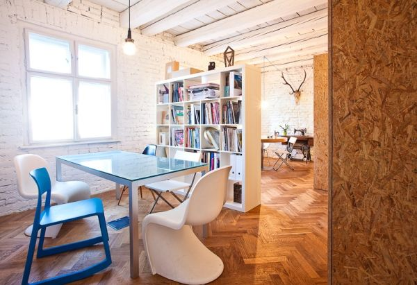Homeoffice mit skandinavischem Design in Bratislava modern holzbelag