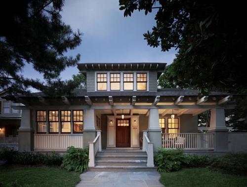 Interior Design Ideen in Craftsman Stil außenbereich treppe eingangstür