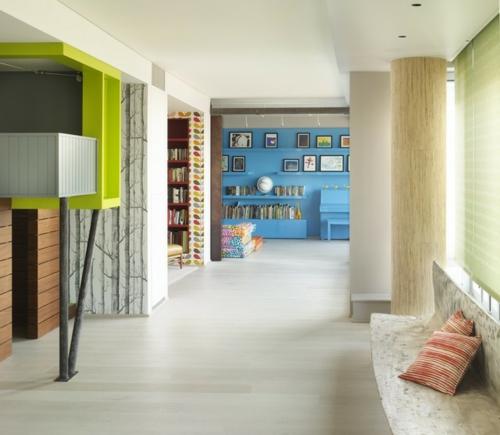 Interior Designs mit cooler Dekoration blau frisch wand regale bücher grün