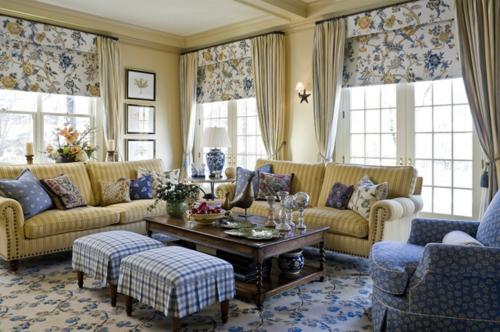Interior Designs mit cooler Dekoration blau streifen hocker bequem
