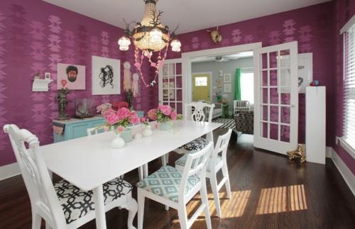 Interior-Designs-mit-cooler-Dekoration-feminine-lila-wand-esszimmer