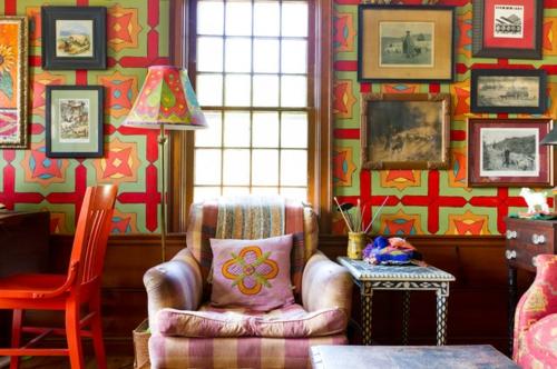 Interior Designs mit cooler Dekoration sessel rosa wanddekoration grün rot
