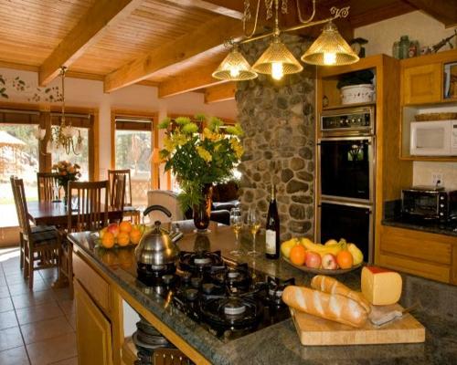 Küchen Designs klassisch einrichtung steinwand arbeitsplatte