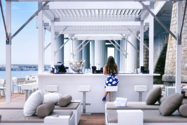 Luxus Beach Bar und Terrasse monaco life club getränke barstühle lehne