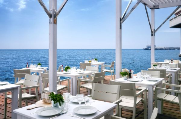 Luxus Beach Bar und Terrasse monaco life club holz bodenbelag