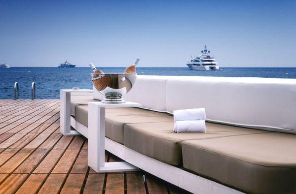 Luxus Beach Bar und Terrasse monaco life club sofa holz bodenbelag