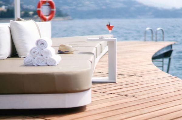 Luxus Beach Bar und Terrasse monaco life club sofas