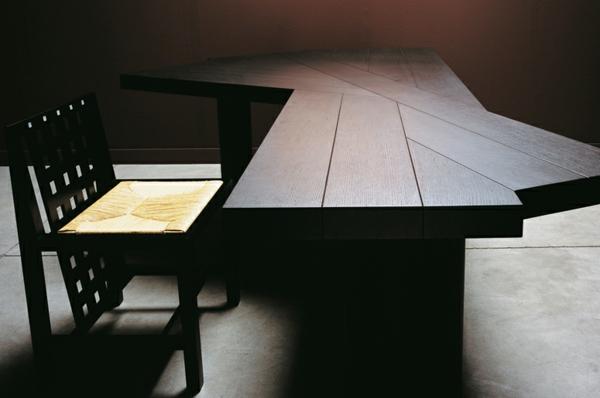 Origineller massiver esstisch ein berdauernder und for Stuhle esstisch holz