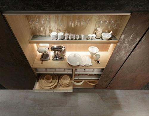 Raue ausgefallene Küchen Designs regale geschirr teller