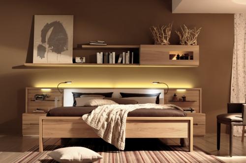 Wandregale aus Holz schubladen raum sparen bett schlafzimmer