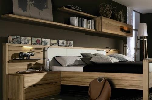 Wandregale aus Holz schubladen raum sparen schlafzimmer
