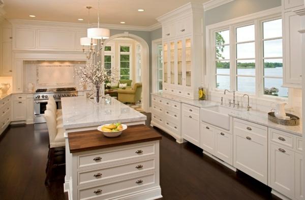 absolutes no-go der renovierung weiße küchenmöbel glänzende marmor arbeitsplatte
