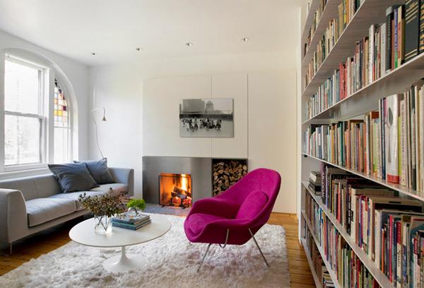 ausgefallenes Interior Design - Akzent setzende Stühle bücherregale