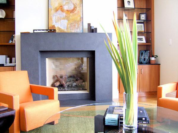 ausgefallenes Interior Design - Akzent setzende Stühle einbaukamin