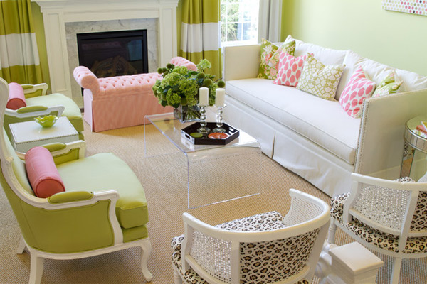 ausgefallenes Interior Design - Akzent setzende Stühle grün acryl
