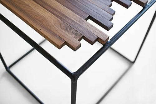 Design tisch holz metall  NATÜRLICH COOL: Moderne Holz Akzente im Interior Design von Micklish