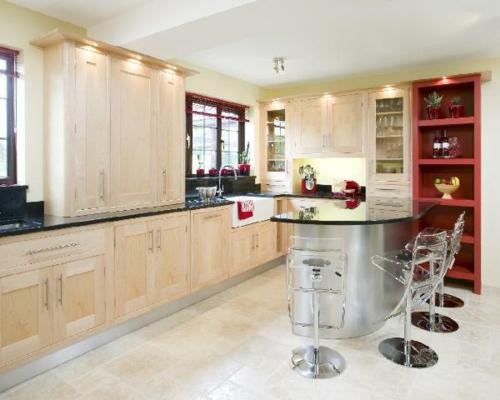 beleuchtung design küche rot acryl stühle weiß decke