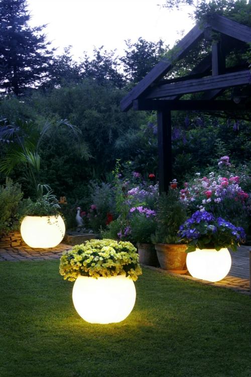 beleuchtung für garten und veranda blumentöpfe leuchtend