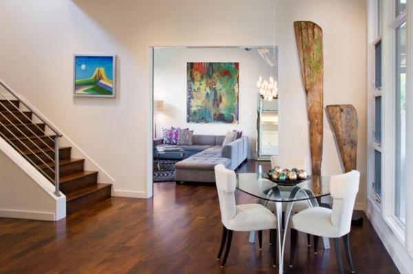 blanco haus in texas künstlerisches ambiente grobe wanddeko aus hollz
