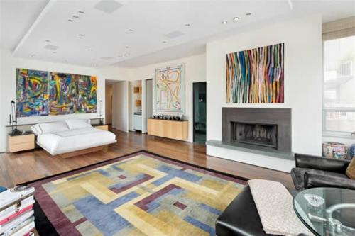 bunt akzente wandgemälde einbaukamin teppich leder sofa