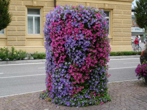 coole blumentürme für die vertikale gestaltung in lila und violett