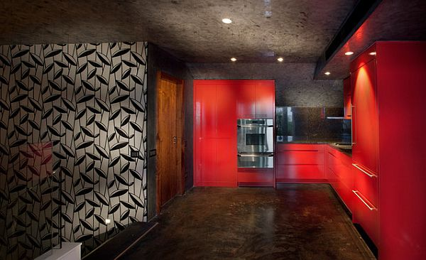 coole rote farbe für die küche feuerrote möbel blätterornamente