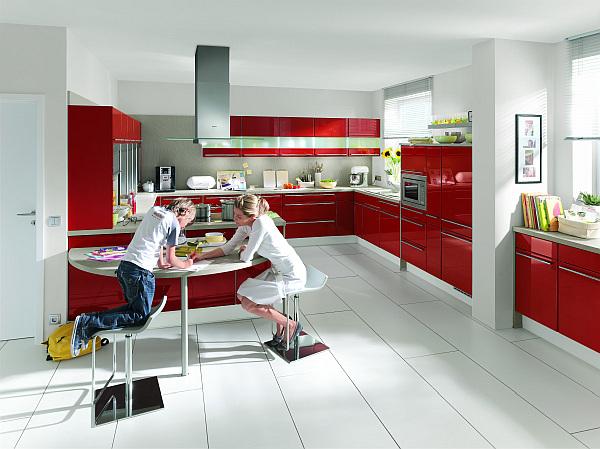 Coole rote farbe f r die k che mit schwung frech und for Black and red kitchen decorating ideas