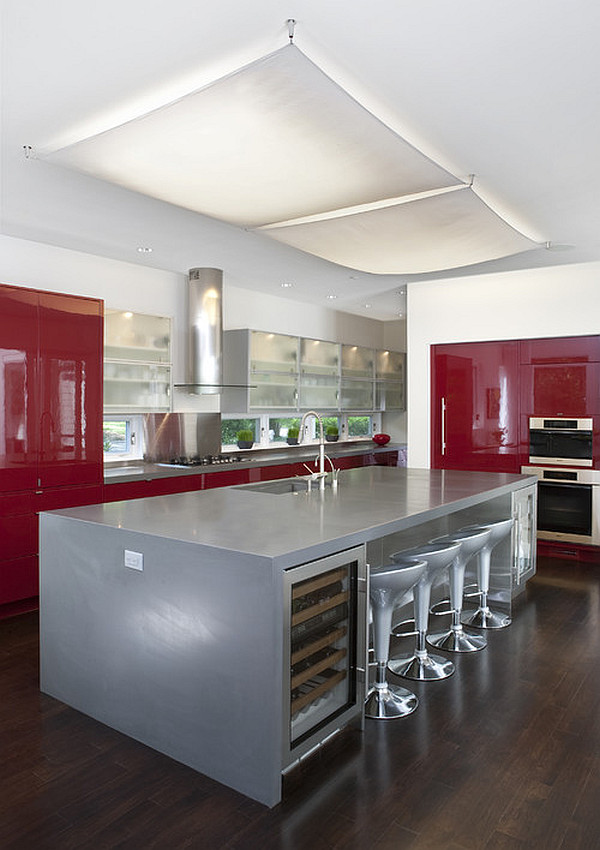 Coole rote Farbe für die Küche mit Schwung - frech und stylisch