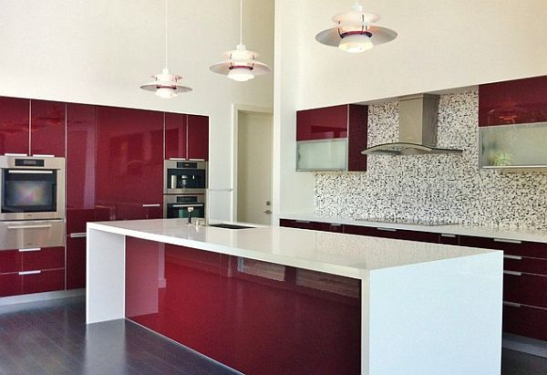 coole rote farbe für die küche weinrot und weiß mit mosaik fliesenspiegel