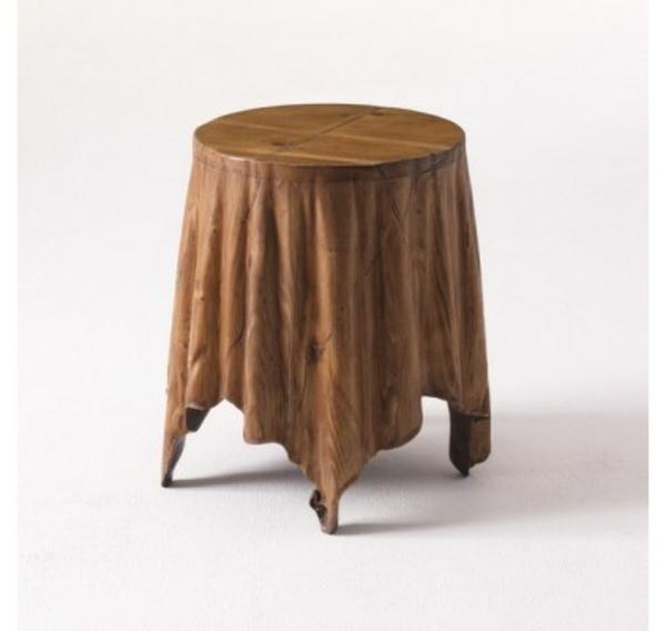cooler beistelltisch sehr winzig aber gewaltig. Black Bedroom Furniture Sets. Home Design Ideas
