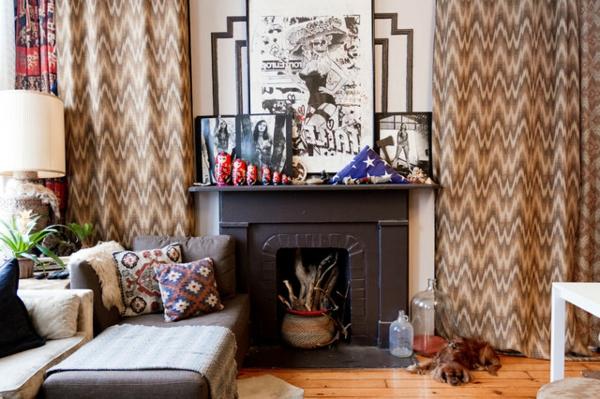 das kleine studio apartment kleiner kamin lange gardinen mit wellenmustern